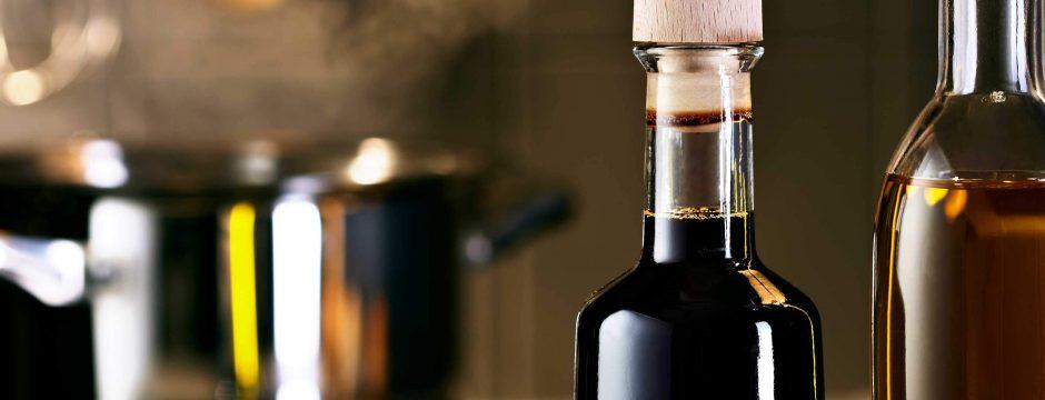Essig- und Ölflaschen